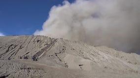 Cinemagraph do vulcão de Gunung Bromo no parque nacional de Bromo Tengger Semeru, East Java, Indonésia vídeos de arquivo