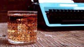 Cinemagraph einiger Blasen in einem Glas mit Alkohol stock footage