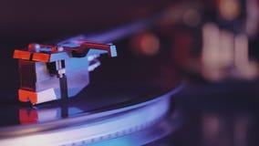 Cinemagraph-Schleifen-Vinylrekordspieler Film des Retro--angeredeten Rekordspielers, der schwarze Aufzeichnung spinnt Weicher Fok stock video footage