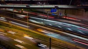 Cinemagraph: traffico stradale di notte con il ponte video d archivio