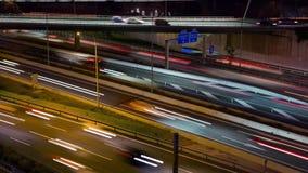 Cinemagraph: traffico stradale di notte con il ponte Lasso di tempo stock footage
