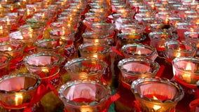 Cinemagraph vieler roten Kerzen, die im chinesischen Tempel brennen stock video footage