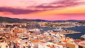 Cinemagraph - Wolken die over de haven van de Stad van Ibiza op Ibiza-Eiland drijven Zonsondergang op Ibiza stock video