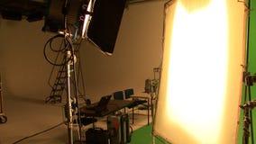 Cinematógrafo en el trabajo almacen de metraje de vídeo