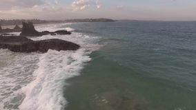 Cinematic luchtlengte van de Kathedraalrotsen, Kiama stock footage