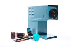 Cinematografia-projetor retro no fundo branco imagem de stock royalty free