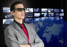 Cinematografo in nuovi vetri 3D con lo spettatore del ragazzo Fotografia Stock Libera da Diritti