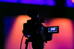 Cinepresa di televisione su un insieme in tensione del film immagine stock