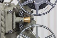 Cineproiettore dell'annata 8mm con la bobina di film domestico Fotografia Stock