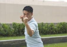 Cinese asiatico KongFu dell'esposizione del giovane Fotografie Stock
