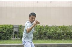 Cinese asiatico KongFu dell'esposizione del giovane Fotografia Stock Libera da Diritti