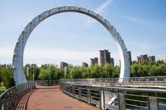 Cinese dell'Asia, Pechino, parco di Jianhe, architettura del paesaggio, ponte ferroviario, Immagine Stock Libera da Diritti