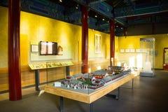 Cinese dell'Asia, Pechino, vetrina antica di mostra di ŒIndoor del ¼ di Dazhongsi Bell Museumï, modello del tempio Immagini Stock