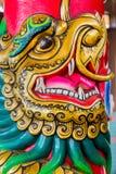 Cinese Dragon Face su un palo fotografie stock