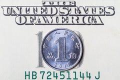 Cinese Yuan Coin sul dollaro Immagini Stock Libere da Diritti