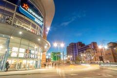 Cineworld och fem vägar, Birmingham stad på skymning Fotografering för Bildbyråer