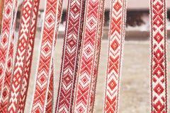 Cinghia di tela con gli ornamenti che appendono in una fila Immagine Stock Libera da Diritti