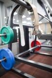 Cinghia e pesi per powerlifting Fotografie Stock