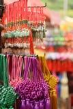 Cinghie variopinte della giada vendute sotto il nome di ricordo delle mercanzie nel mercato di Chinatown Fotografia Stock Libera da Diritti
