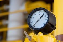 Ciśnieniowy wymiernik dla pomiarowego naciska w systemu, Ropa i gaz proces używał ciśnieniowego wymiernika monitorować ciśnieniow Obrazy Royalty Free