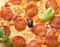 ?cinku podobie?stwo ?cie?ki odseparowana pizza pepperoni zdjęcia royalty free
