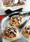 Cinnabon桂皮卷和乳脂干酪 库存照片