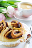 Cinnamon bun with coffee Royalty Free Stock Images