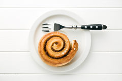 Cinnamon bun on plate Stock Photos