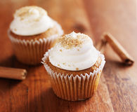 Cinnamon chai cupcakes on wooden table top Stock Images