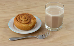 Cinnamon roll and chocolate kefir milk royalty free stock photography