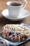 Cinnamon roll and coffee Stock Photography