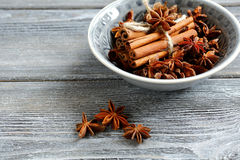 Cinnamon and star anise in small bowl Stock Photography