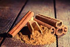 Cinnamon sticks and cinnamon powder Royalty Free Stock Photography