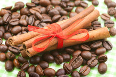 Cinnamon sticks on coffee beans Royalty Free Stock Photos