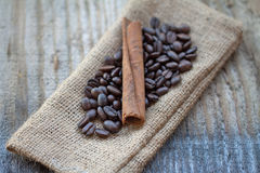 Cinnamon sticks and coffee beans Royalty Free Stock Photography