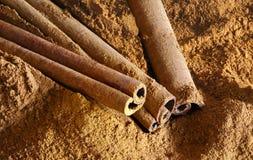 Cinnamon sticks and ground cinnamon Royalty Free Stock Photography