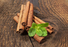 Cinnamon sticks and mint leaves Royalty Free Stock Images