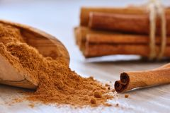 Cinnamon sticks and powder on table Royalty Free Stock Image