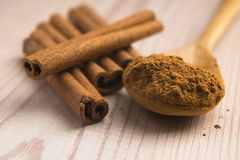 Cinnamon, whole sticks with a heap of powder Royalty Free Stock Image