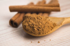 Cinnamon, whole sticks with a heap of powder Royalty Free Stock Images