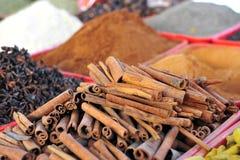 Cinnanom和香料,东方义卖市场 图库摄影