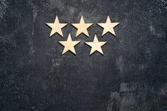 Cinq étoiles en bois photo stock