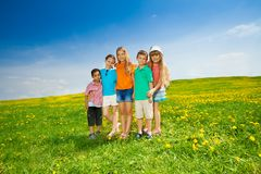 Cinq amis en parc Photo libre de droits