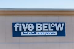 Cinq articles ci-dessous de ventes de magasin qui ont coûté jusqu'à $5 photographie stock libre de droits