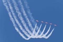 Cinq avions à réaction rouges Photographie stock