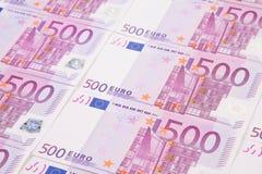Cinq billets de banque d'euro de centaines Image stock