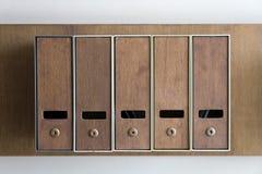 Cinq boîtes aux lettres Images stock