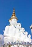 Cinq Bouddha sur le ciel bleu photos stock