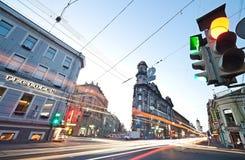 Cinq carrefours de coins, nuits blanches, Pétersbourg Photos stock