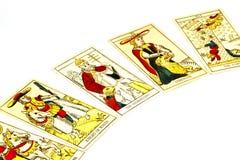 Cinq cartes de tarot utilisées pour le dire de fortune Photos libres de droits